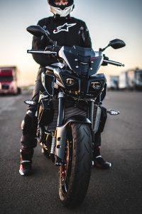 Equipamiento en moto